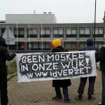 Activisten bij de PWA kazerne, in Gouda Noord