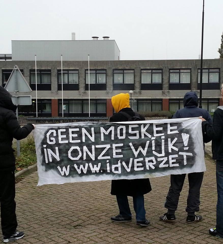 Protest op en bij de PWA kazerne tegen de megamoskee!