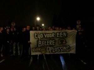 Protest in Voorhout bij de aankomst van de bussen met economische immigranten