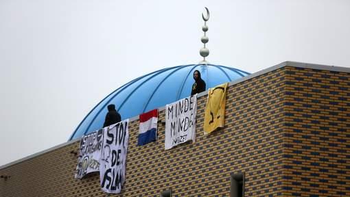 Identitair Verzet bezet moskee Dordrecht